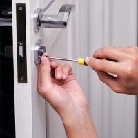 Как да отворите ключалка на вратата, ако е заяла