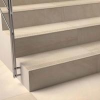 Лепене на плочки на стълби
