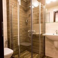 Завършени бани в частна къща за гости