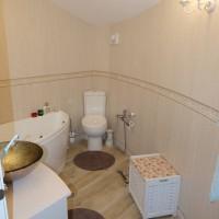 Завършена малка баня в частен дом - снимки
